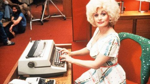 Dolly Parton – 9 To 5 (WATCH)   Country Music Videos