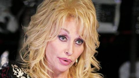 Over 40 Years Later, Woman Finally Comes Forward As Dolly Parton's 'Jolene'   Country Music Videos