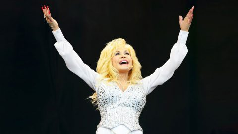 See Dolly Parton's Perfect Reaction To 9th Grammy Award | Country Music Videos