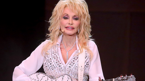 Dolly Parton To Open Up Childhood Home To One Lucky Fan | Country Music Videos
