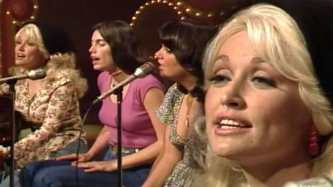 Dolly Parton, Emmylou Harris and Linda Ronstadt – Bury Me Beneath The Willow (VIDEO) | Country Music Videos