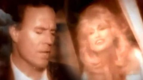 Dolly Parton and Julio Iglesias – When You Tell Me That You Love Me (VIDEO) | Country Music Videos