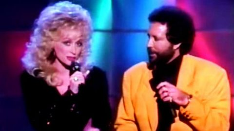 Dolly Parton and Tom Jones – Green Grass of Home (VIDEO) | Country Music Videos