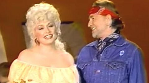 Dolly Parton and Willie Nelson – Everything's Beautiful (In It's Own Way) | Country Music Videos