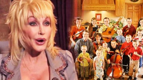 "Dolly Parton Sings With The Duggars On ""18 Kids And Counting"" 