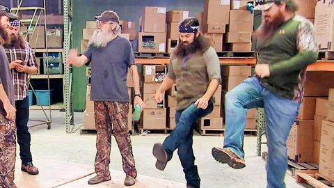 Duck Dynasty Clan Shows Off Their Best Dance Moves (HILARIOUS!)   Country Music Videos