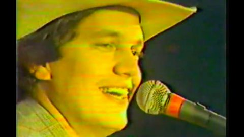 George Strait Sends Crowd Into A Frenzy In Priceless Decades-Old Footage | Country Music Videos