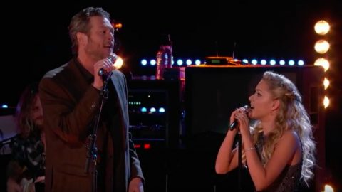 Blake Shelton And Emily Ann Roberts Honor Kenny & Dolly With 'Islands In The Stream' | Country Music Videos