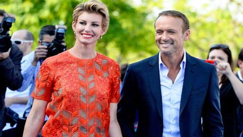 Tim McGraw Embarrasses Faith Hill on Red Carpet! (WATCH) | Country Music Videos