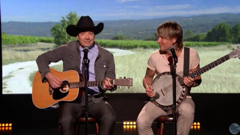 Keith Urban And Jimmy Fallon Make Television Debut As Duo [WATCH] | Country Music Videos