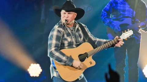 Garth Brooks Set To Return For First Time In 20 Years, Tickets Sell Out In Minutes | Country Music Videos
