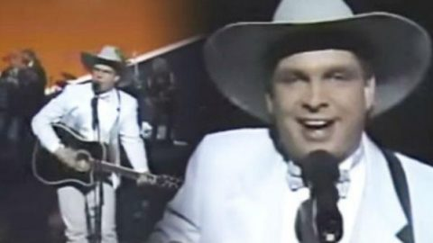 Garth Brooks – Friends In Low Places (1990 Awards) | Country Music Videos