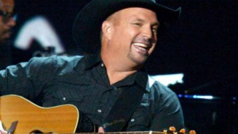 Garth Brooks – The River | Country Music Videos