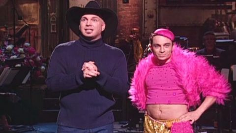 Garth Brooks Shares A Moment With 'Mango' On Saturday Night Live | Country Music Videos
