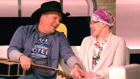 Garth Brooks Talks Comeback on ET And Gets A Surprise Visit From A Very Special Fan (VIDEO) | Country Music Videos