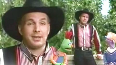Garth Brooks Sings 'Two Different Kids' On Sesame Street (VIDEO) | Country Music Videos