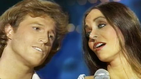 You Will Fall In Love With Crystal Gayle's Romantic Duet With Andy Gibb | Country Music Videos
