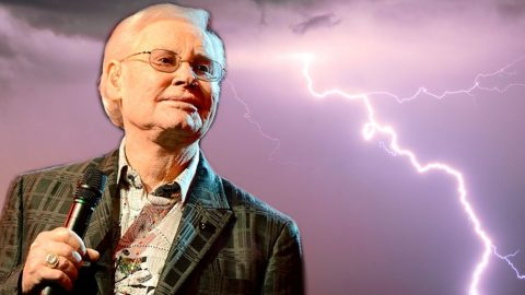 """George Jones Performs Influential Classic """"White Lightning"""" (LIVE) 