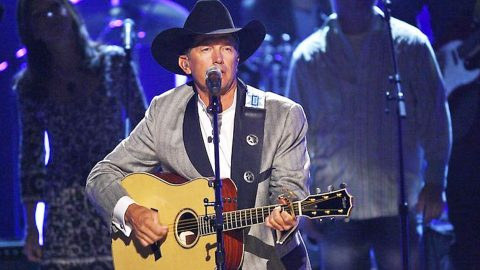 George Strait's 'She Let Herself Go' Turns The Tables In A Heartbroken Woman's Breakup | Country Music Videos