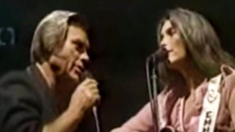 George Jones and Emmylou Harris – Here We Are (Live) | Country Music Videos