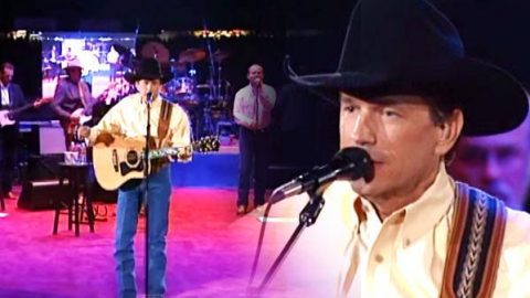 Blue Clear Sky (Live From The Astrodome) (VIDEO) | Country Music Videos