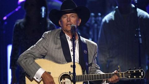 George Strait – Give It Away (2006 CMA Hall of Fame Induction) (WATCH) | Country Music Videos