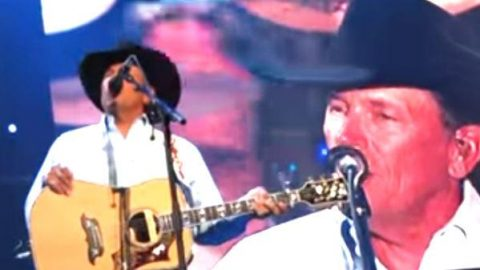 George Strait – Seashores of Old Mexico (Live) | Country Music Videos