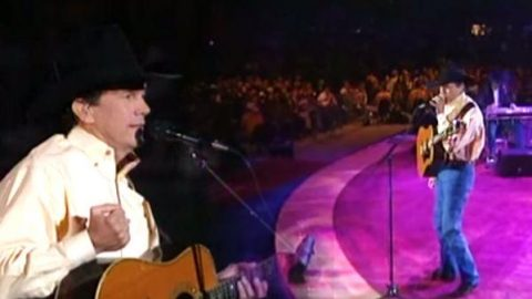 George Strait – She'll Leave You With A Smile (Live From The Astrodome) | Country Music Videos