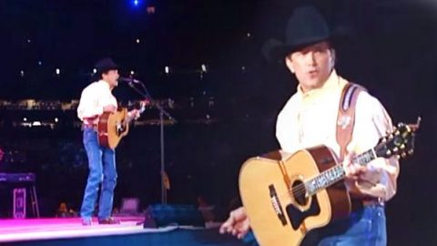 George Strait – Stars on the Water (Live From The Astrodome) | Country Music Videos