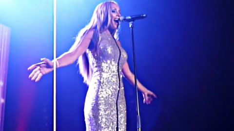 Beautiful Singer Sounds Identical To Whitney Houston In 'I Will Always Love You' | Country Music Videos