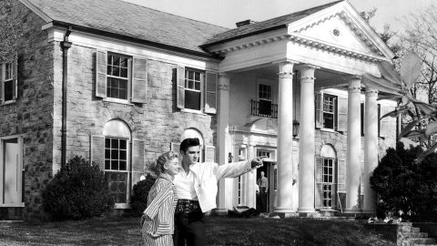 5 SHOCKING Facts About Elvis Presley's Graceland | Country Music Videos