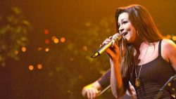 Gretchen Wilson Shook Up The World Of Country With 'Here For The Party' | Country Music Videos