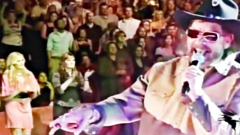 'Dixie On My Mind' Has Entire Stadium Dancing Along In Epic Hank Jr. Special | Country Music Videos