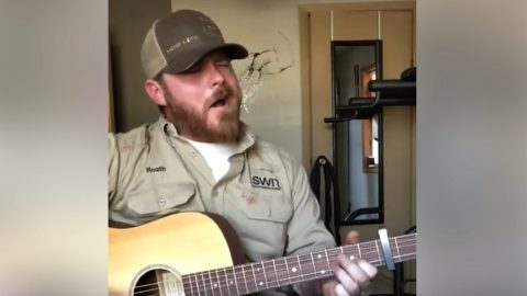 Singing Oilfield Worker Will Leave You Breathless With Incredible Chris Stapleton Cover | Country Music Videos