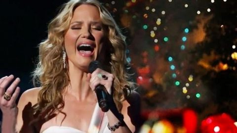 Heavenly 'O Holy Night' And 'Hallelujah' Mashup Will Bring You To Your Knees   Country Music Videos