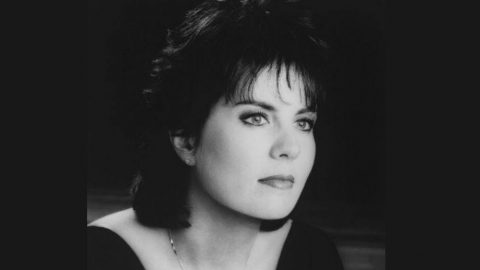 'Daddy's Hands' Singer Holly Dunn Dies Following A Brief Cancer Battle | Country Music Videos