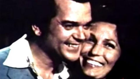 How Conway Met Loretta! | Country Music Videos