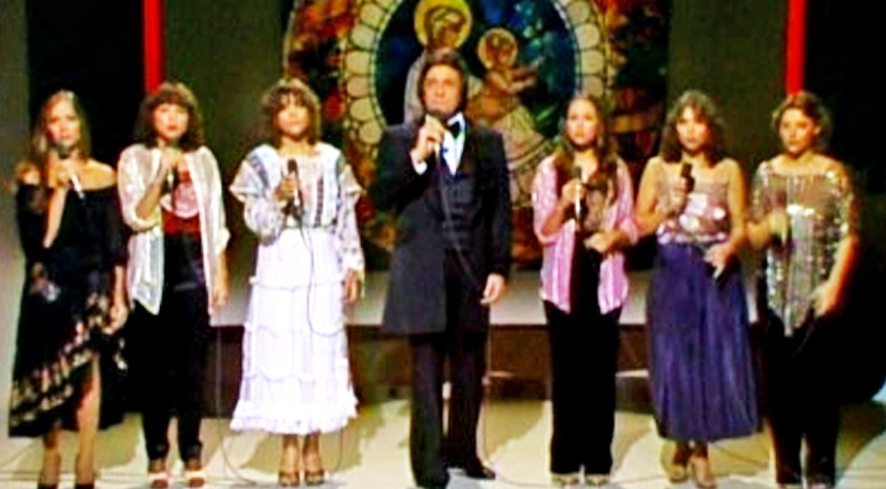 Johnny Cash And His Daughters Sing \'Silent Night\' In Honor Of June\'s ...