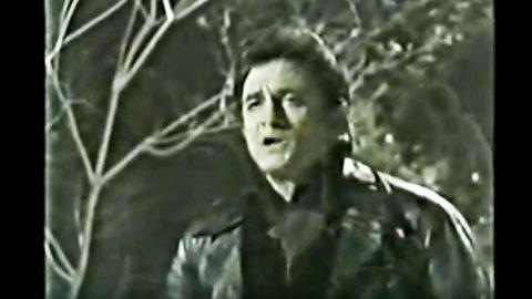 Johnny Cash's Reimagined 1970 'Little Drummer Boy' Is A Snowy Wonderland | Country Music Videos