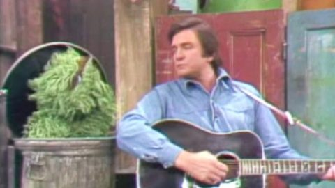 Johnny Cash – Nasty Dan (Sesame Street Live) | Country Music Videos