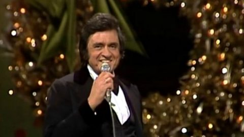 """Johnny Cash Delivers Toe-Tapping Rendition Of """"Christmas Time's A-Comin'""""   Country Music Videos"""