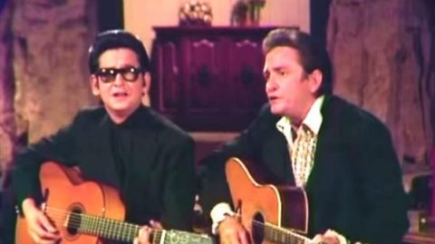 Johnny Cash and Roy Orbison – Oh, Pretty Woman (The Johnny Cash Show Live) | Country Music Videos