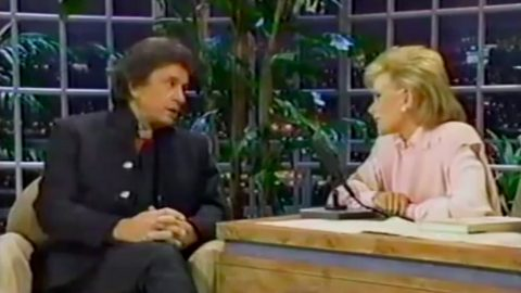 Johnny Cash Gives Joan Rivers A Lesson On Raccoon Hunting | Country Music Videos