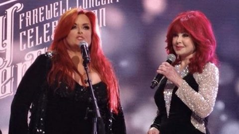 The Judds Reunite To Pay Tribute To Kenny Rogers During His Farewell Concert   Country Music Videos