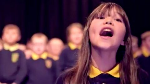 10-Year Old Autistic Girl Sings Jaw-Dropping Version Of Leonard Cohen's 'Hallelujah' | Country Music Videos