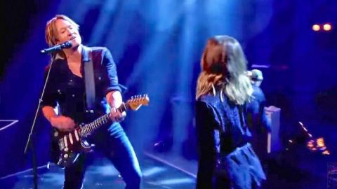 Keith Urban Replaces Carrie Underwood With Surprise Guest For 'Fighter' Performance | Country Music Videos