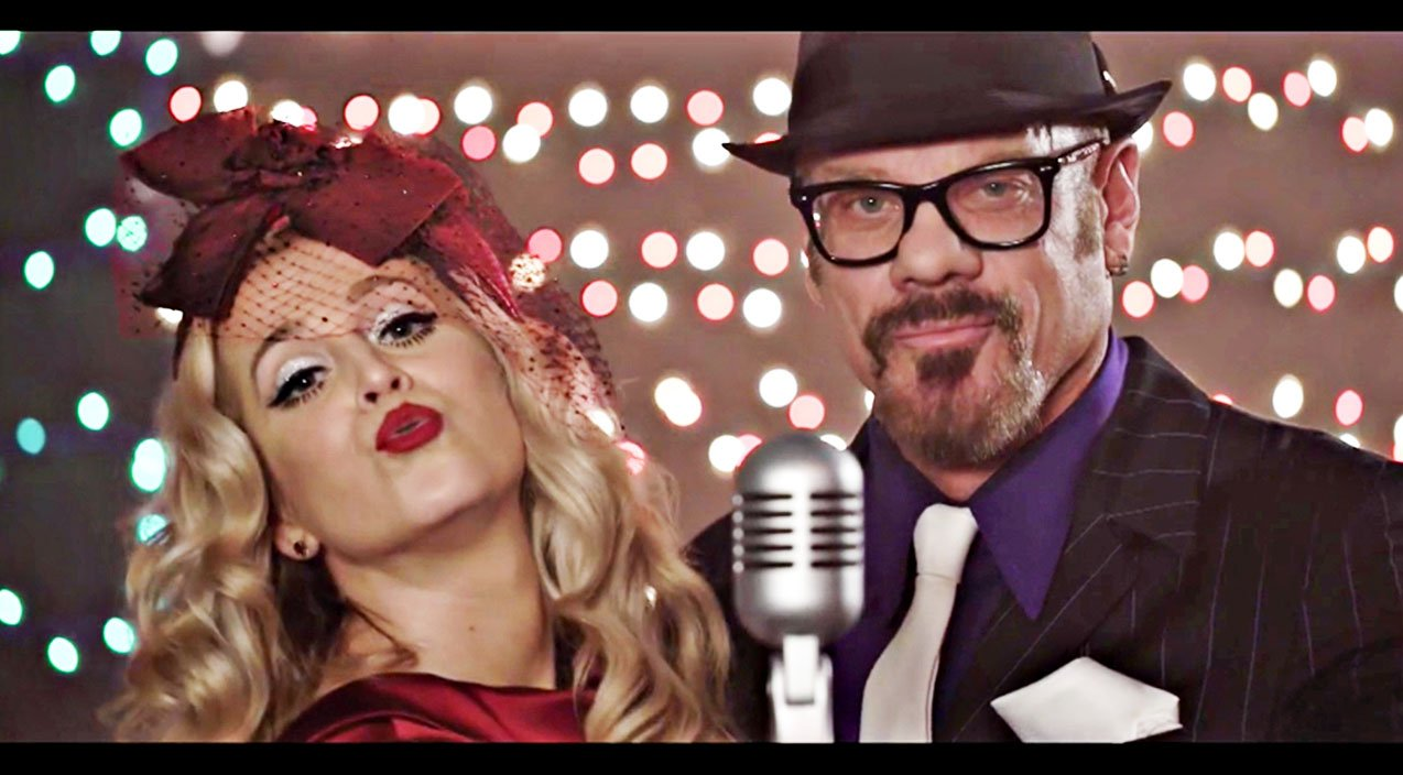 Sweet Kellie Pickler Gets On \'The Naughty List\' With Phil Vassar In ...