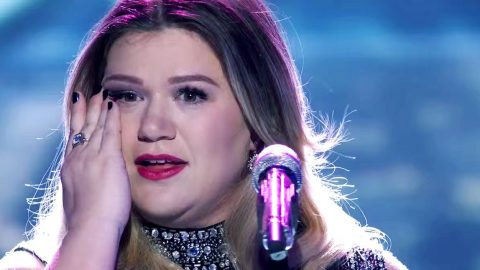 Kelly Clarkson's Tearful Reaction To Shaun White's Gold Medal Win Is All Of Us | Country Music Videos