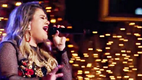 Kelly Clarkson Christmas Eve.Kelly Clarkson Brings Christmas Eve To Magical Tv Special