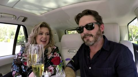Kelly Clarkson Surprised By Hilariously Awkward Date With Husband During Carpool Karaoke | Country Music Videos